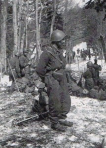 The cut of the special ski uniform of the Greek Army Alpine Battalion resembled the typical ones of its time. The jacket was cut shorter to provide extra comfort, while the trousers were cut in the Norwegian style(which likely refers to the tapering at the ankle).