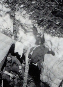 The men of the 1st Coy were equipped with sleeping bags and, instead of heavy military overcoats, with special made ski outfits and white covers for camouflage.