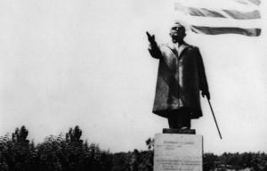 900_metaxas-statue-argostoli-kefalonia